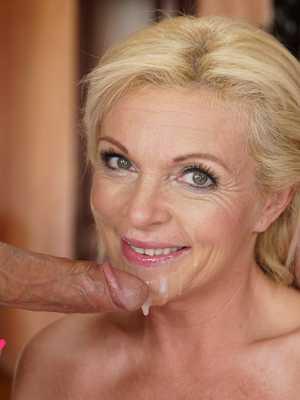 Sex enjoying older women HD Matures